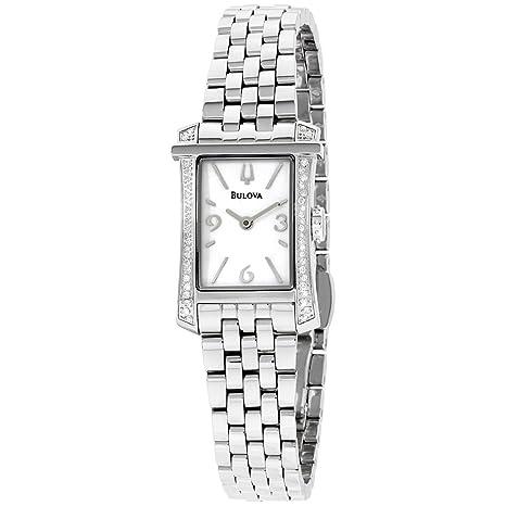 08e26a50695b Reloj con movimiento de cuarzo resistente al agua. Está diseñado con una  caja plateada de acero inoxidable y cristal de zafiro