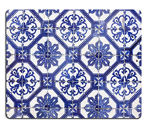 Luxlady Mousepad Detail of the traditional tiles azulejos from facade of old house Lisbon Portugal IMAGE 25931720 (Lisbon Dining)