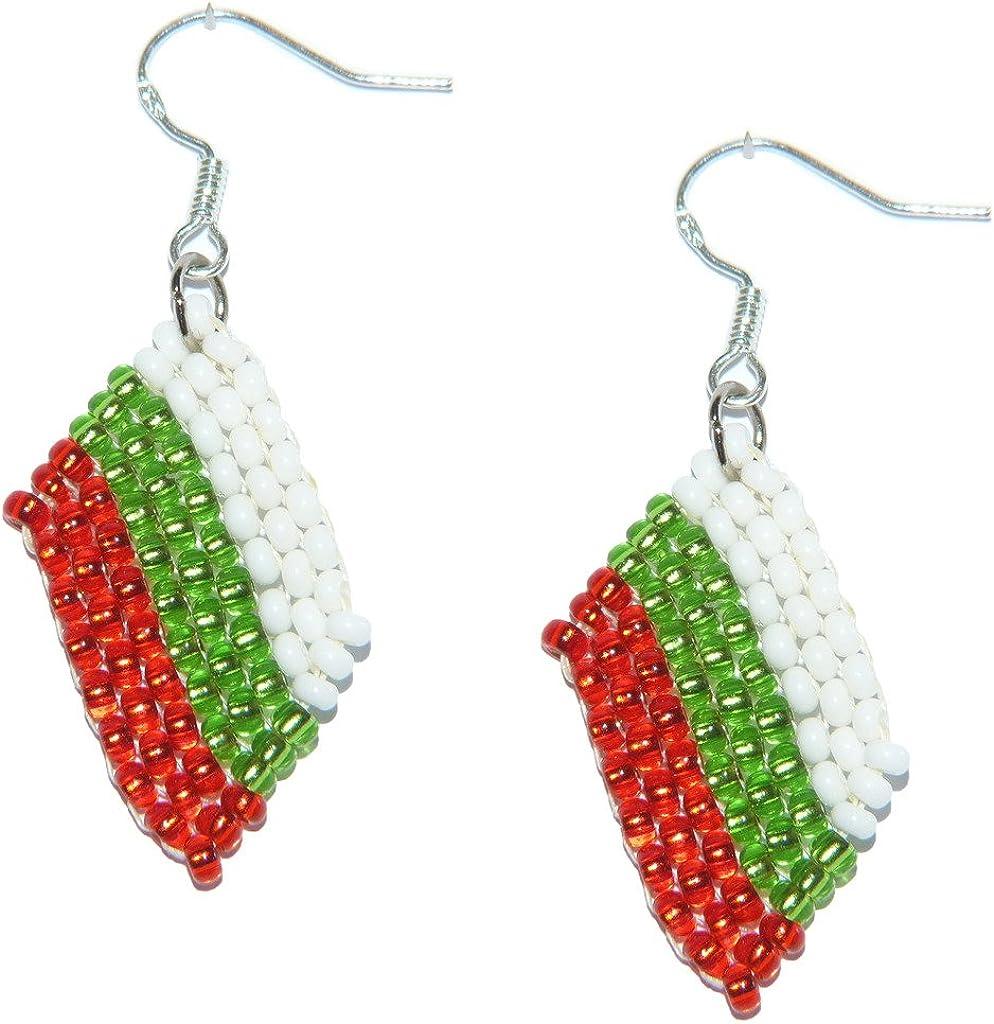 Pendientes Bulgaria de banderas de abalorios. Joyería de trabajos de abalorios hechos a mano.