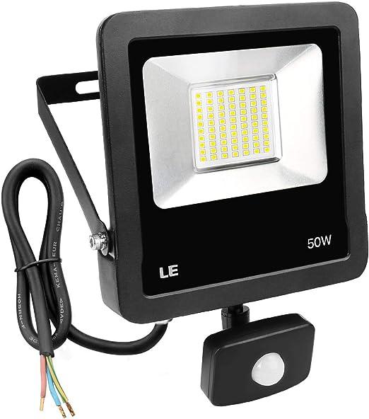 LE Foco LED con detector de movimiento, 50 W, 4000 lúmenes, foco LED superclaro, IP65 resistente al agua, lámpara de pared ideal para jardín, garaje, espacio deportivo, hotel, etc.: Amazon.es: Iluminación