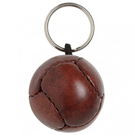 Amazon.com: clásico Balón de fútbol llavero: Home & Kitchen