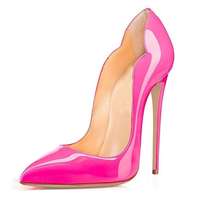 Zapato de tacón alto de aguja de color rosa neón