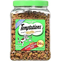 TEMPTATIONS Classic Treats for Cats 30-ounce Tubs - Seafood Medley Flavor.