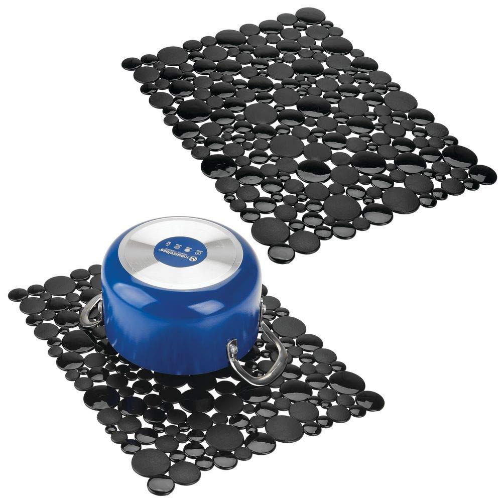 mDesign Set da 2 Tappetino lavello adattabile – Grandi tappetini per il lavandino – Tappetino protettivo in PVC da tagliare su misura per stoviglie e accessori – Design effetto pietra – nero MetroDecor