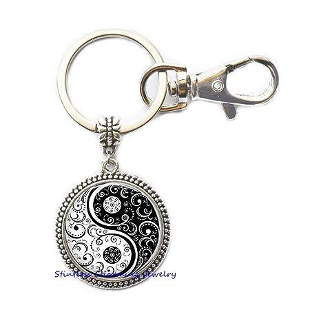 Amazon.com: Llavero Yin Yang de color blanco y negro ...