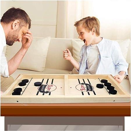erwachsene spielen junge