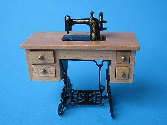 Amazon.es: CREAL SàRL Casa de muñecas Noble Máquina de coser Roble claro Muebles Salón Miniatura 1:12: Juguetes y juegos