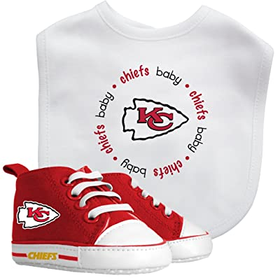 Baby Fanatic NFL Legacy Infant Gift Set, Kansas City Chiefs, 2Piece Set (Bib & PRE-Walkers) : Sports Related Auto Accessories : Clothing