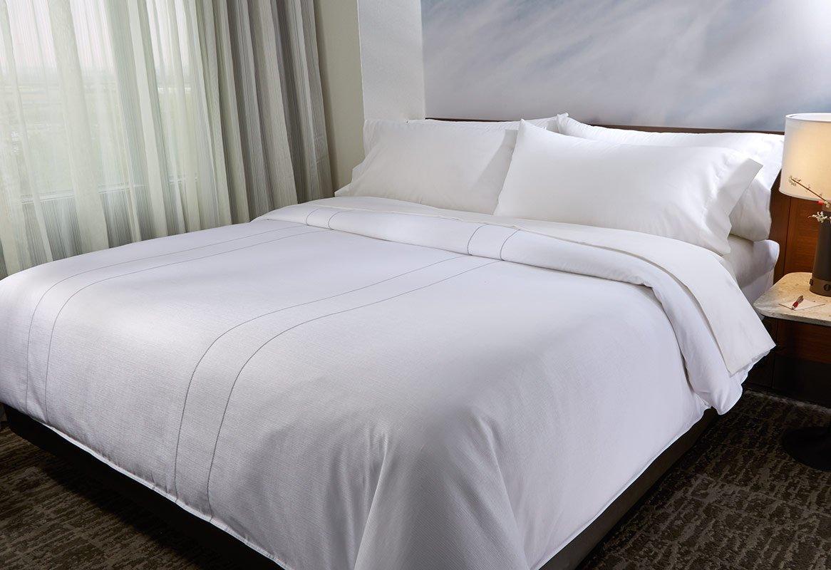Marriott Hotel Duvet Cover - Platinum Stitch Design - Queen by Marriott Hotels