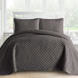 #7: Comfy Bedding Gifted Lantern Quilted 3-Piece Bedspread Coverlet Set