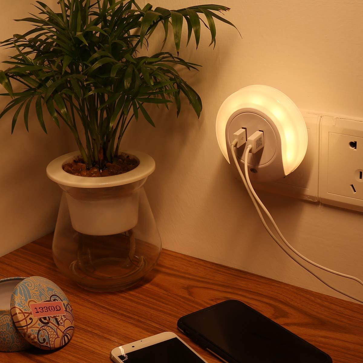DIGGRO LED Luz nocturna inteligente con sensor automático de crepúsculo y amanecer y 5V 2A Cargador dual de placa de pared USB perfecto para la habitación de bebé Baño Dormitorio Cocina de pasillo [Clase de eficiencia energética A+]