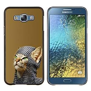 Qstar Arte & diseño plástico duro Fundas Cover Cubre Hard Case Cover para Samsung Galaxy E7 E700 (Chainmail Guerrero Gato)