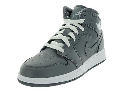 Amazon Com Nike Air Jordan 1 Mid Gs Boys Basketball Shoes 554725