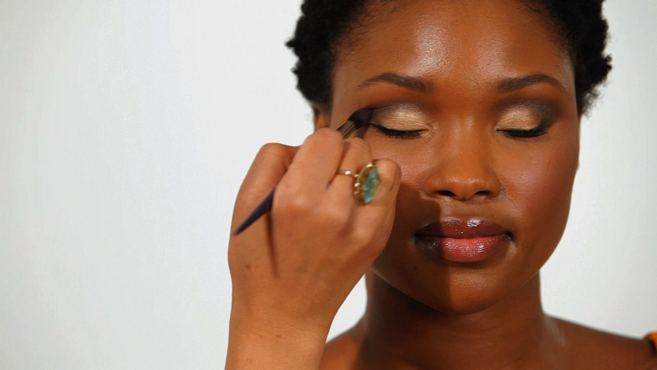 How To Apply Eye Shadow To Eye Creases For Black Women