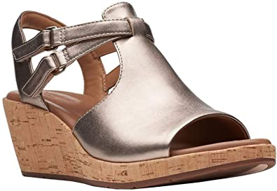bcfb7a9be7 Image Unavailable. Image not available for. Color: CLARKS Womens Un Plaza  Way Sandal, Gold Metallic Leather ...