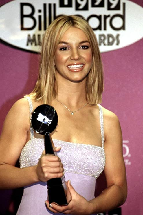 Amazon Com Posterazzi Poster Print Collection Britney Spears With Her Billboard Music Award In Las Vegas December 1999 Celebrity 16 X 20 Posters Prints