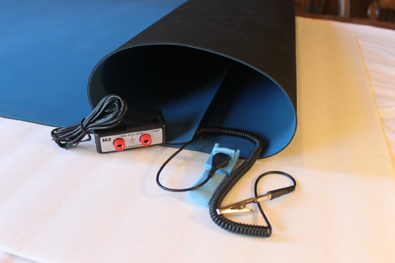 2 Layer Rubber ESD Anti-Static Hi-Temp Mat Kit with Dual Bench Grounding/Wrist Strap (30'' x 72'') - Blue