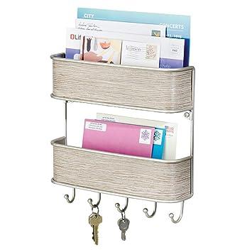 mDesign Organizador de llaves con ganchos - Colgador de llaves de madera auténtica gris con detalles satinados - Organizador de cartas con dos bandejas ...