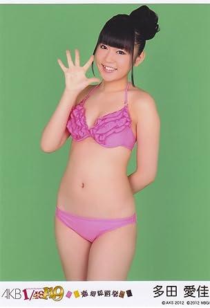 ピンク色の水着を着る多田愛佳
