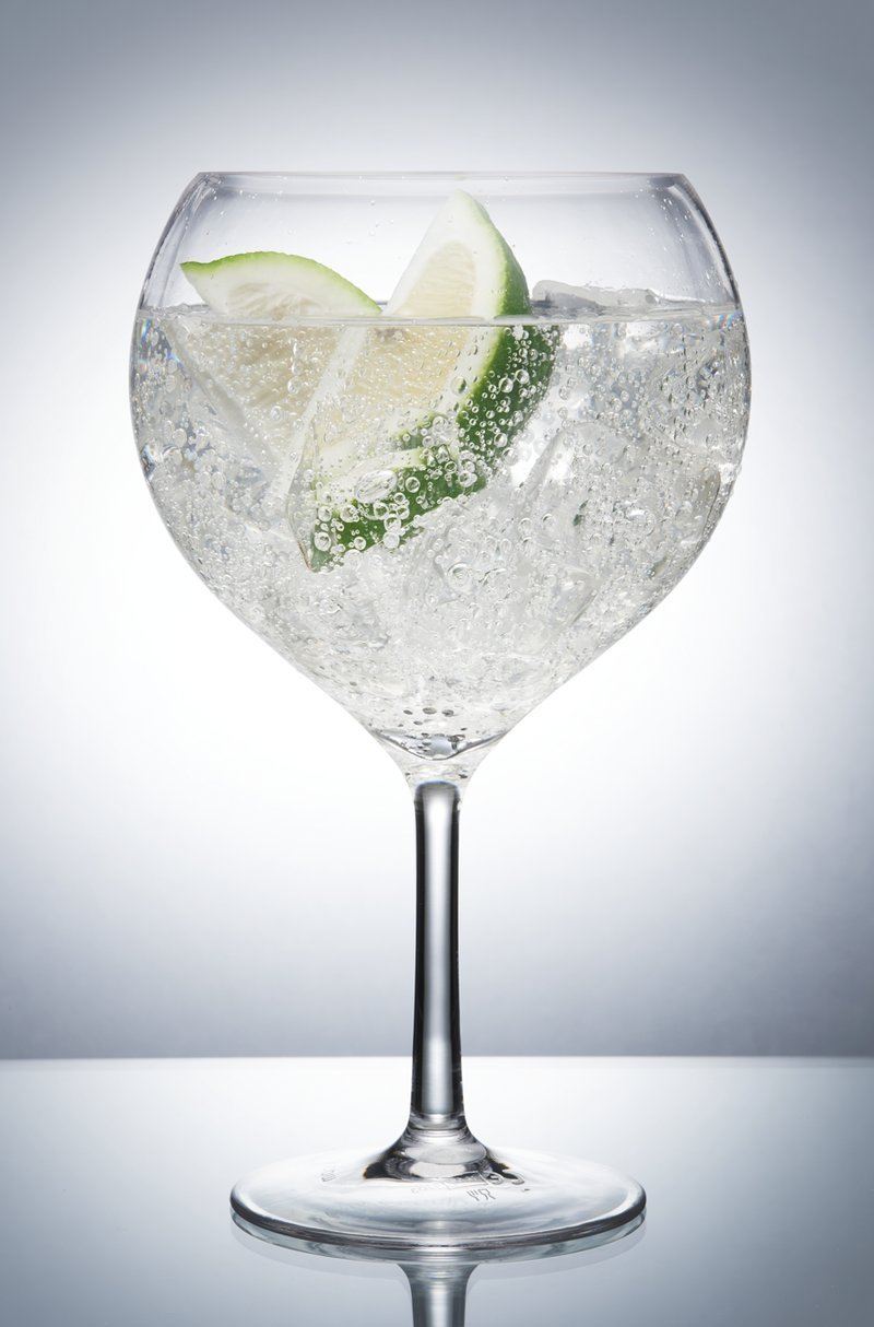 Avenue's Ultra Premium Unbreakable Polycarbonate Bar / Copa Balloon Gin Glass. Pack of 1 with AIOS coaster. Capacity 700ml. Ideal for use inside or out being made of unbreakable plastic. Crystal clear and dishwasher safe. Ideal for barbecues (BBQs), glamp