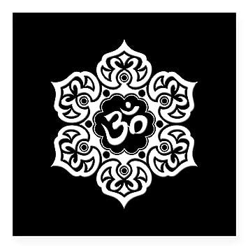 Amazon.com: CafePress – Blanco y Negro Flor de Loto Yoga Om ...