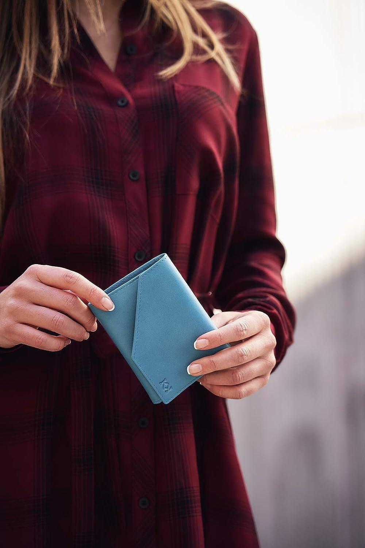 KOSETI Fabricada en Espa/ña 10 Ranuras para Tarjeta Realizada a Mano por Artesanos de Ubrique Cartera para Mujer Azul con Bloqueo RFID y NFC Piel de Vacuno Autentica