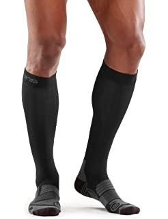 b2f6ef36e0 Enertor Men's's Energy Recovery Compression Running Socks: Amazon.co ...