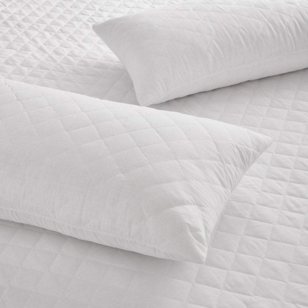 Breathable /& Fully Fitted Absorbent standard UK size 2 per pack The Bettersleep Company Brand Waterproof Quilted Microfibre Pillow Protector Pair Waterproof 48cm x 74cms 19x29 Hotel Quality Anti Dustmite