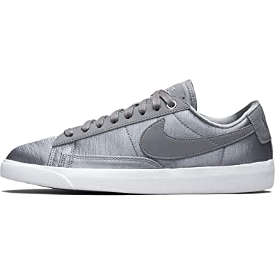 849112efb6 Amazon.com | Nike Women's Blazer Low SE | Shoes