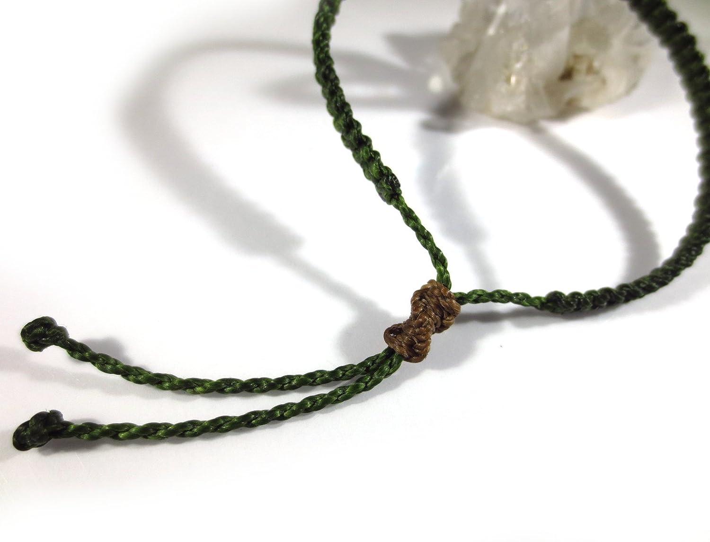 Bracelet br/ésilien//amiti/é//surf//unisexe//en fil vert militaire//kaki tiss/é main en macram/é tissage fin et plat avec du fil cir/é et ajustable R/éf.PP88