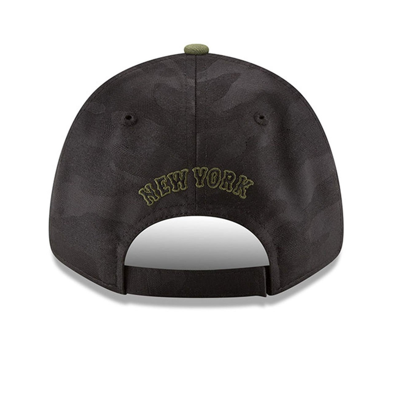 8e6d05805e3 Amazon.com  New Era York Mets 2018 Memorial Day 9FORTY Adjustable Hat   Clothing