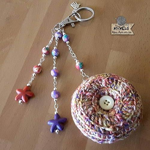 """Llavero o colgante para bolso o mochila""""Stars"""": crochet, abalorios plateados y"""