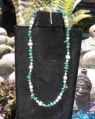 Green and White Short Length single Strand Necklace