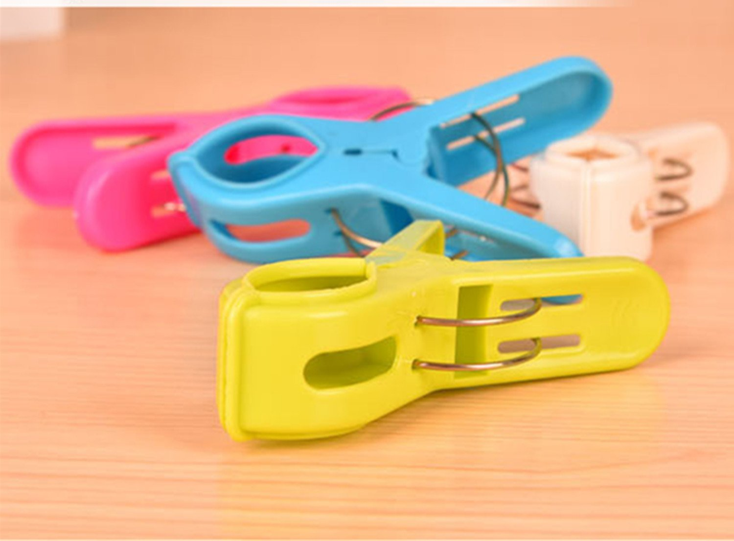 XinTan Tiger Finger Clips 50 Pcs Plastic Hangers Finger Clips Plastic Hangers Clips Baby Hanger Clips Use with Clothes Hangers