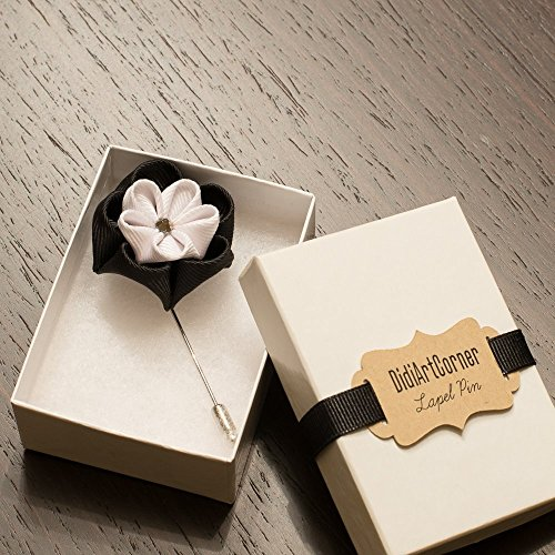 (Black and White Clover Stick Lapel Pin)