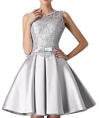 Model robe courte avec dentelle