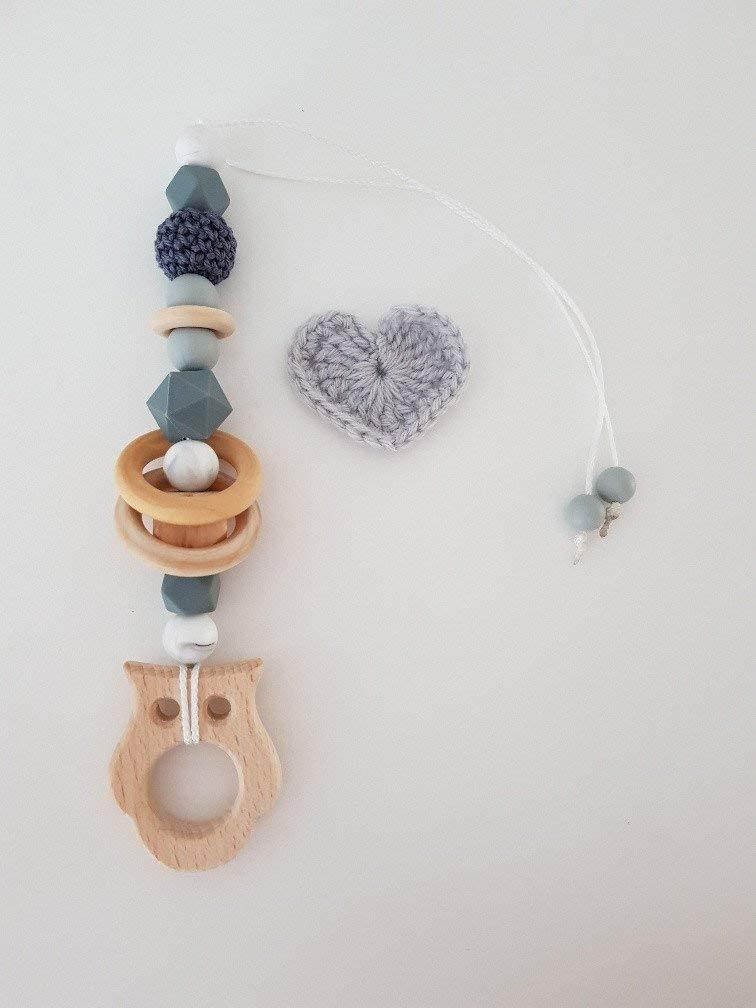 Babyschalenanhänger aus Silikon mit Holzelementen Kinderwagenanhänger
