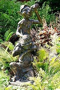 Encantador y divertido Pixies en tus hombros. Adorno de jardín – hecho de resina de efecto bronce envejecido aproximadamente 91 cm de altura.