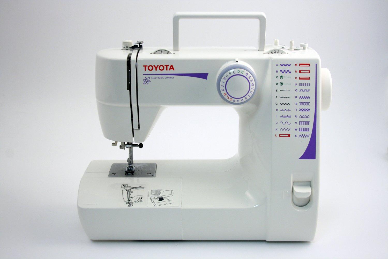 Toyota FSS224 Eléctrico - Máquina de coser (Blanco, Costura, Paso 4, Variable, 800 RPM, Eléctrico): Amazon.es: Hogar
