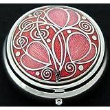 Pastillero en un celta diseño de espirales.