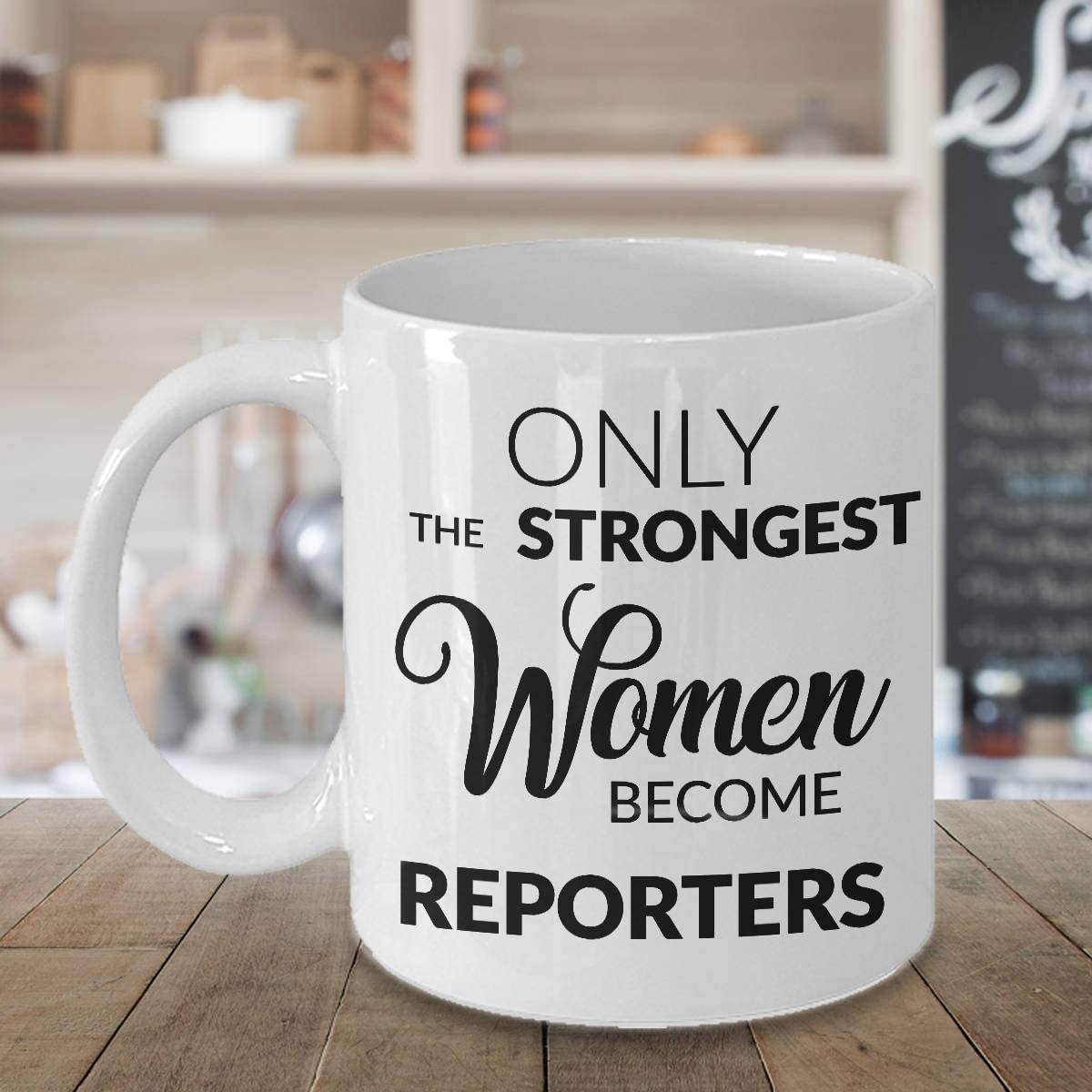 DKISEE Regalos para reporteros taza de Periodismo graduación taza solo las mujeres más fuertes se convierten en reporteros, taza de café regalo para periodistas, 325 ml