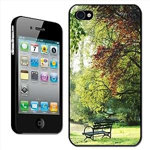 Fancy A Snuggle - Carcasa para iPhone 4 y 4S, diseño de banco en un parque
