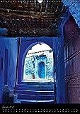 Chefchauen, la ville bleue du Maroc : Chefchauen, une ville peinte en bleu, dans les montagnes du Rif au Maroc. Calendrier mural A3 vertical 2017