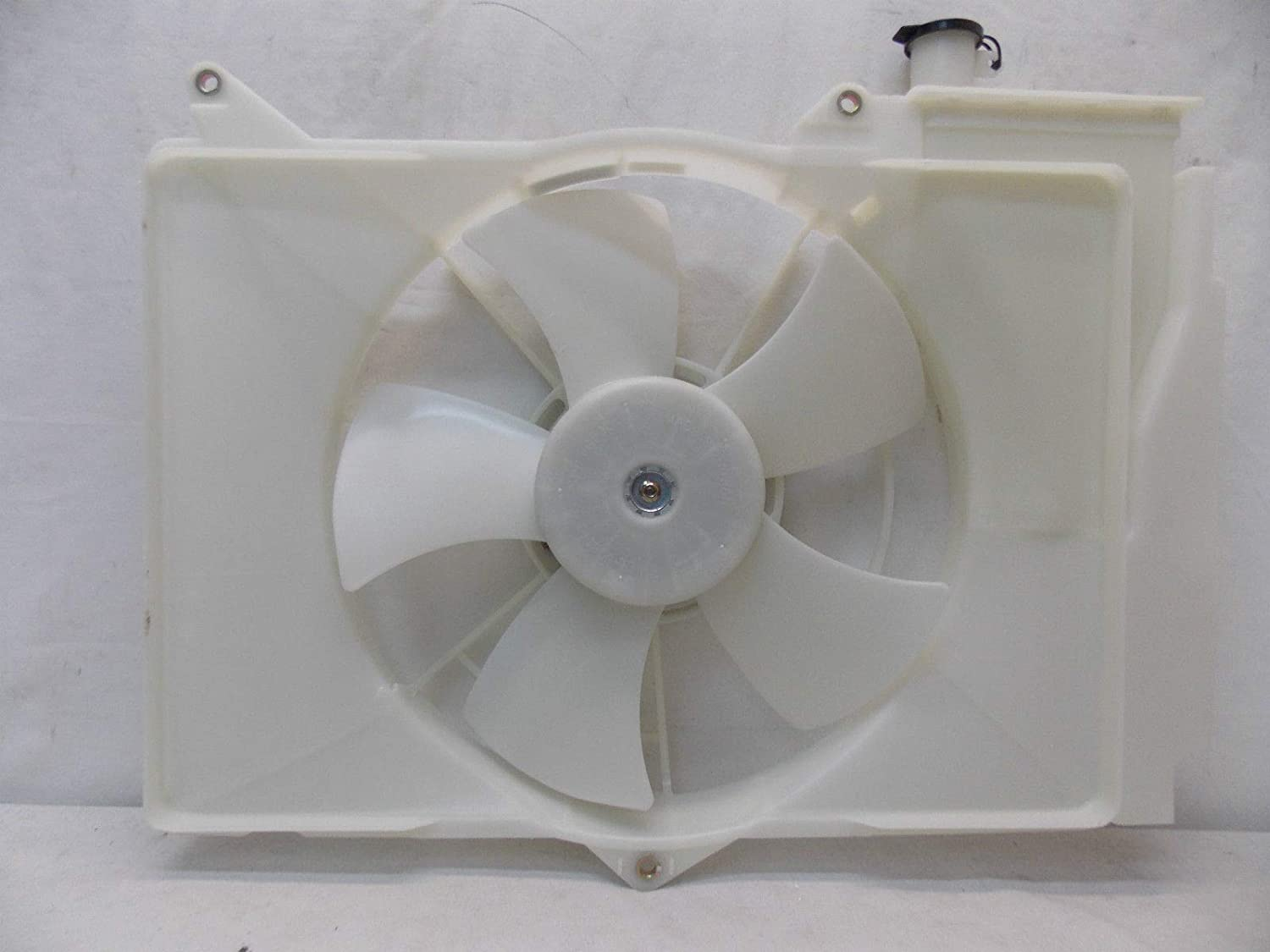 Sunbelt Radiator And Condenser Fan For Toyota Echo Scion xA TO3115119 Drop in Fitment