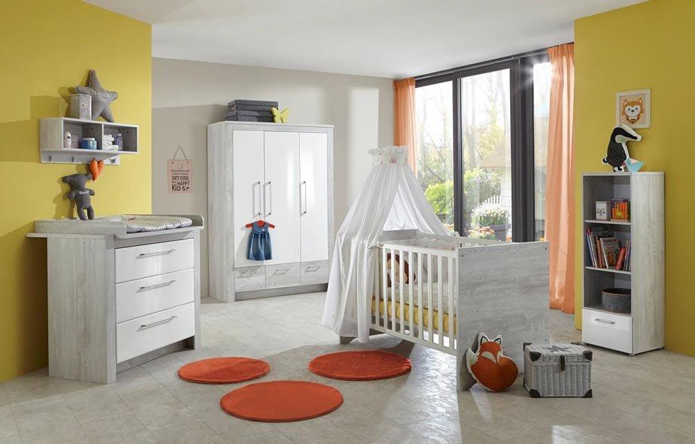 3-tlg. Babyzimmer in Pinie-Grau-Nachbildung, Fronten in Hochglanz weiß, Kleiderschrank B: 130 cm, Wickelkommode B: 103 cm, Kinderbett 70 x 140 cm
