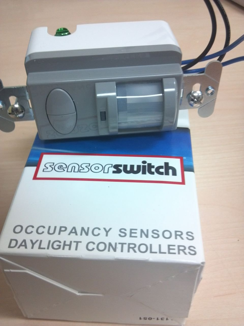 Sensor Switch WSD PDT 2P GY GRAY LINE VOLTAGE • 2-POLE • DUAL TECHNOLOGY (PDT) WSD2PWH WSD-PDT-2P-GY by Sensor Switch (Image #2)