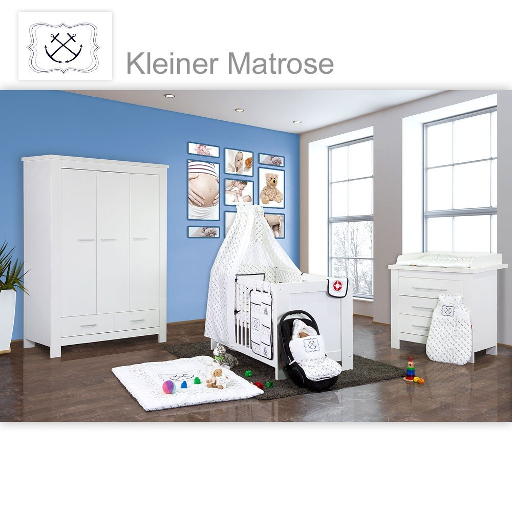 Babyzimmer Enni in weiss 10 tlg. mit 3 türigem Kl.. + Textilien von kleiner Matrose in Blau