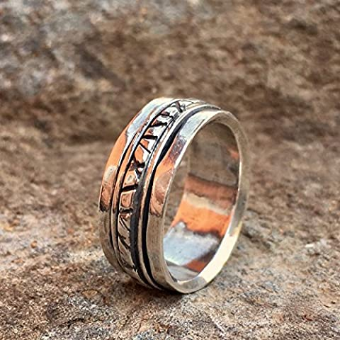 Sterling Silver Rustic Pattern spinner ring for men and women sizes 6 to 9 (Lisa Paz)