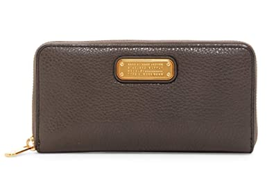 e0509ca6c2da Amazon.com  Marc by Marc Jacobs Women s New Q Vertical Zippy
