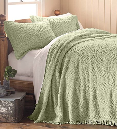 Queen Wedding Ring Tufted Chenille Bedspread, in Sage